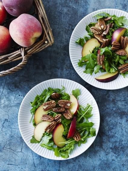 Salat med ferskner