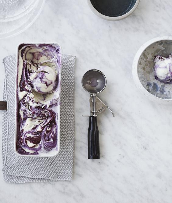 nem og klassisk vaniljeis med solbær swirl
