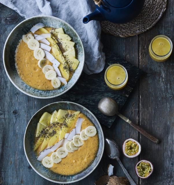 sød kartoffel og mango smoothie bowl
